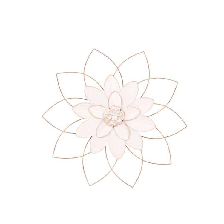 Flor blanca con dorado