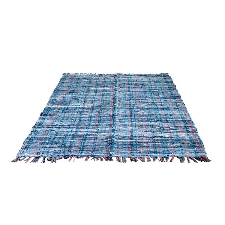 Tapete azul con flecos